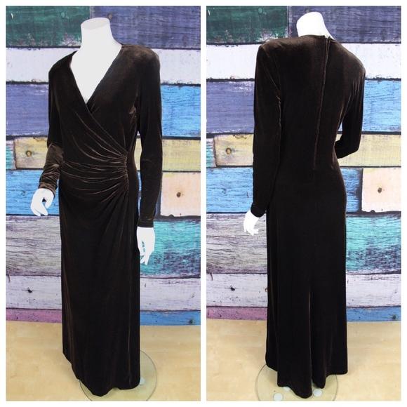 43b2bca8de1c2 Tadashi Neiman Marcus Stretch Velvet Maxi Gown. M 5aca58a39cc7ef84e933205b